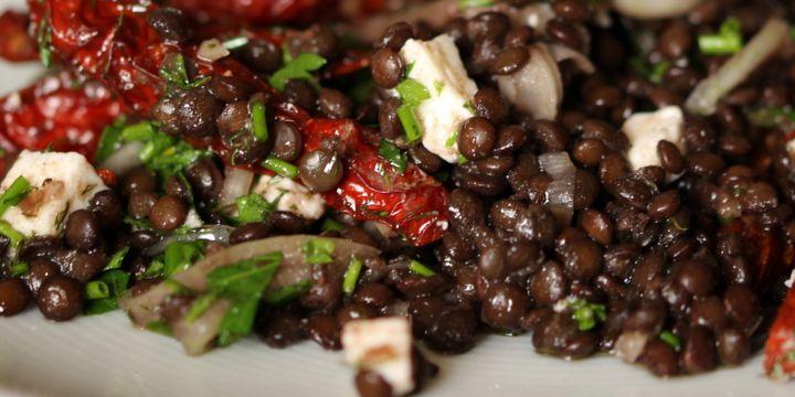 Linsensalat mit Feta und Tomaten