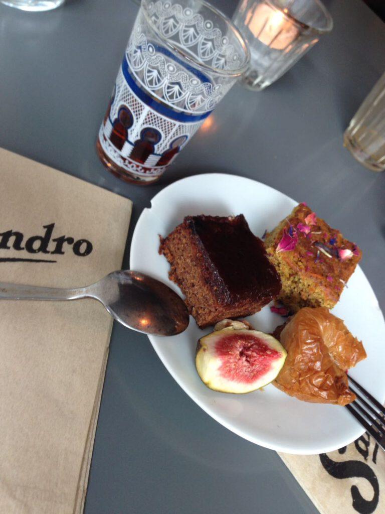 Kuchen und MInztee bei Sandro Helsinki