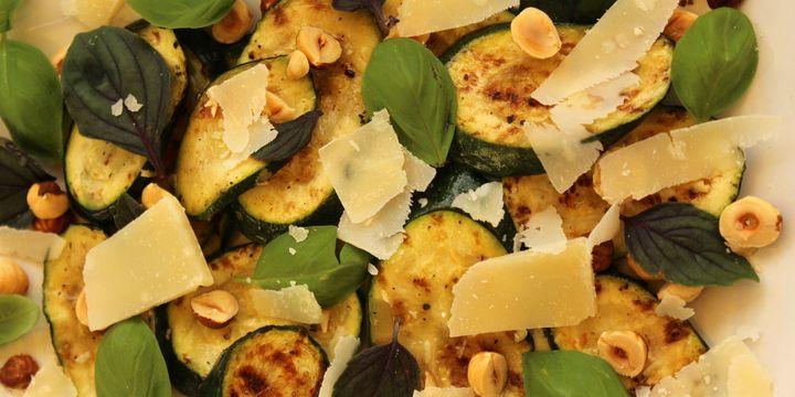 Zucchini & Haselnuss Salat nach Ottolenghi