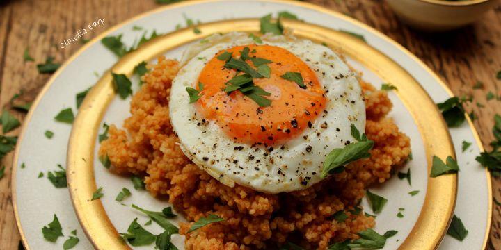 Herzhaftes Frühstück – Hirse mit Spiegelei