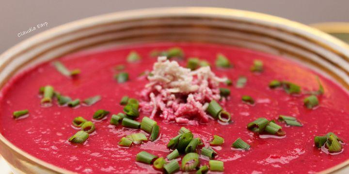 Rote-Bete-Apfel-Suppe mit frischem Meerrettich