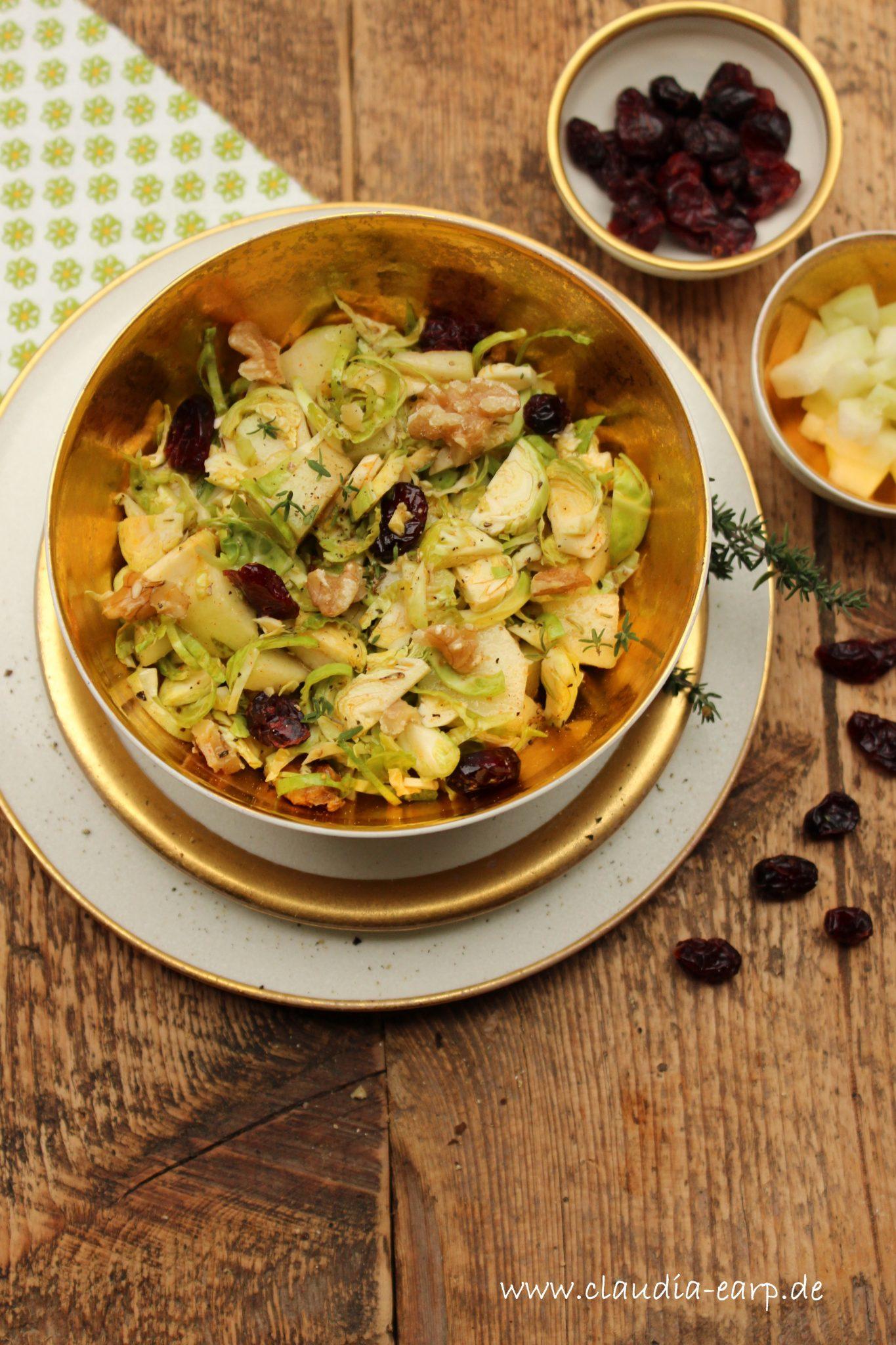 Rosenkohl-Salat mit Birne und Cranberries