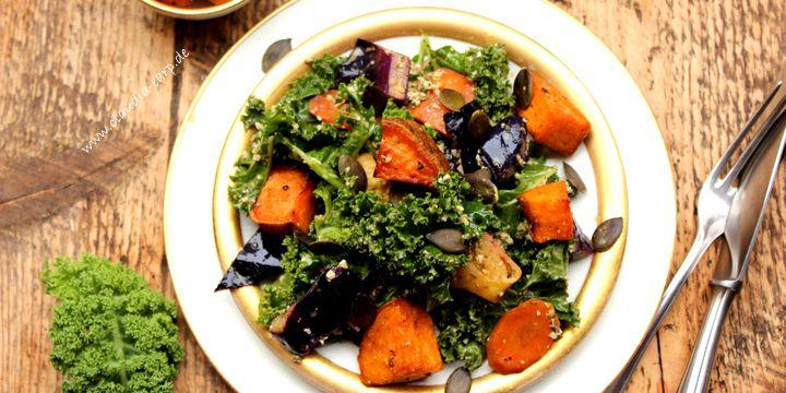 Der perfekte Wintersalat mit Grünkohl und Kürbiskern-Dressing
