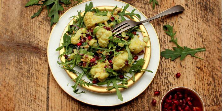 Blumenkohlsalat mit Kokosjoghurt-Curry-Dressing