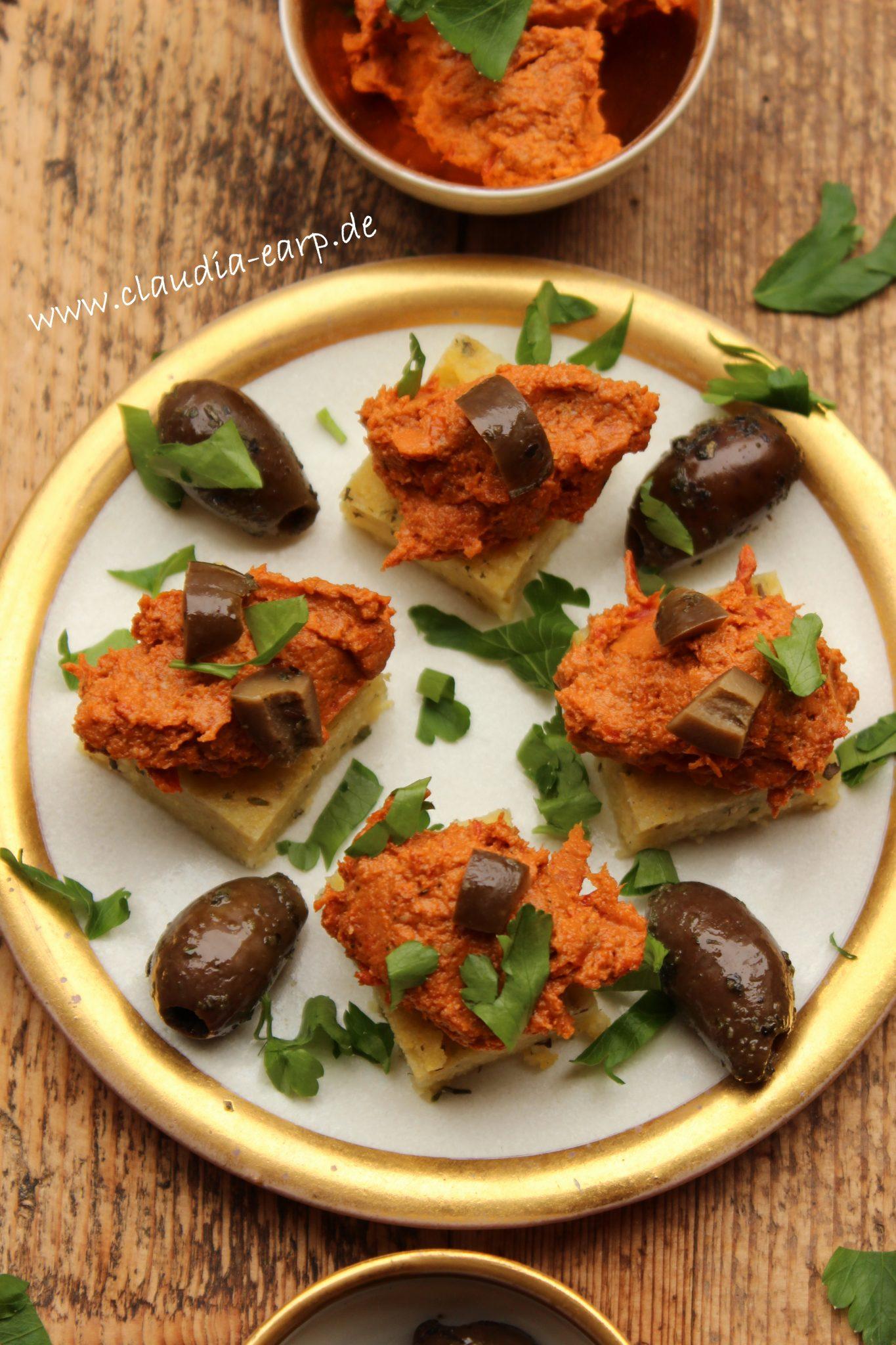 Polentaschnitten mit Tomaten-Walnuss-Tapenade