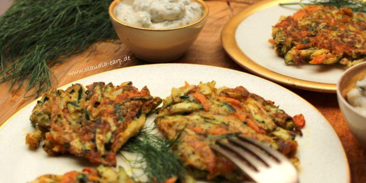 Zucchini-Karotten-Puffer mit Joghurt-Minz-Sauce