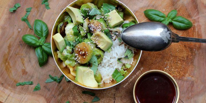 Kokosnuss-Reis mit Rosenkohl