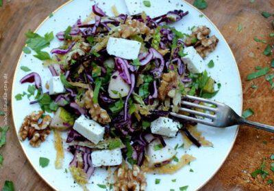 Rotkohl-Wirsing-Salat mit Birne, Walnüssen und Feta