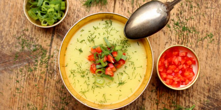 Kohlrabi-Suppe mit Paprika und Dill