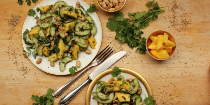 Gurken-Mango-Salat mit einem Hauch Asien