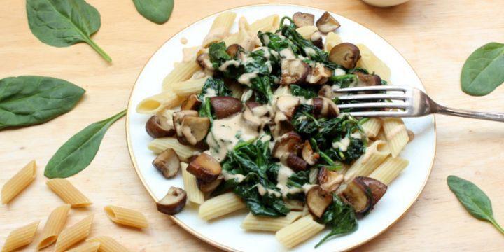 Reis-Linsen-Pasta mit Spinat-Pilz-Cashewsauce