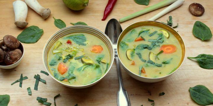Thai-Suppe mit Steckrübe, Spinat und Pilzen