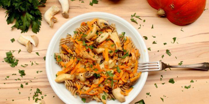 Kürbis-Pilz-Pfanne mit Reispasta