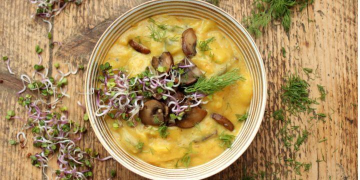 Kartoffel-Karotten-Champignon-Suppe mit Dill und Sprossen